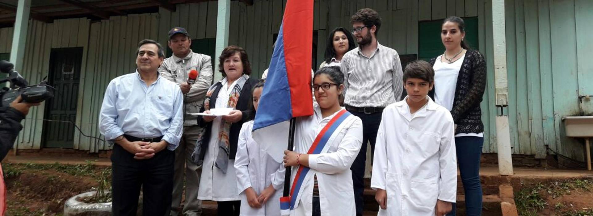 La UNAU realizó donaciones en la Escuela 949 de San Vicente