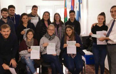 Se realizó la primera entrega de Becas estudiantiles de la UNAU